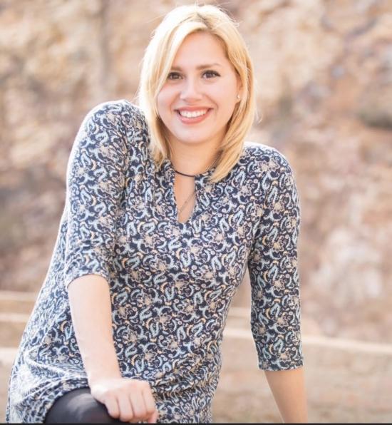 Blogger  Alice Escalante  - Pastora y cantante cristiana.